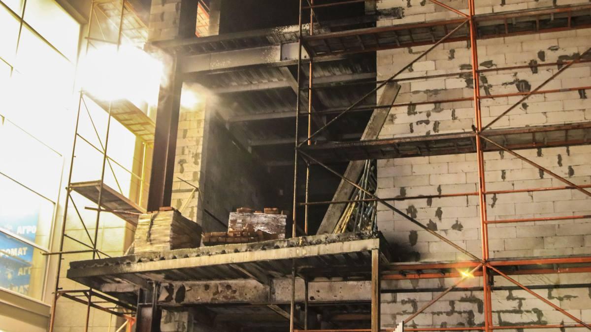 В Киеве в Святошинском районе горело 3-этажное здание
