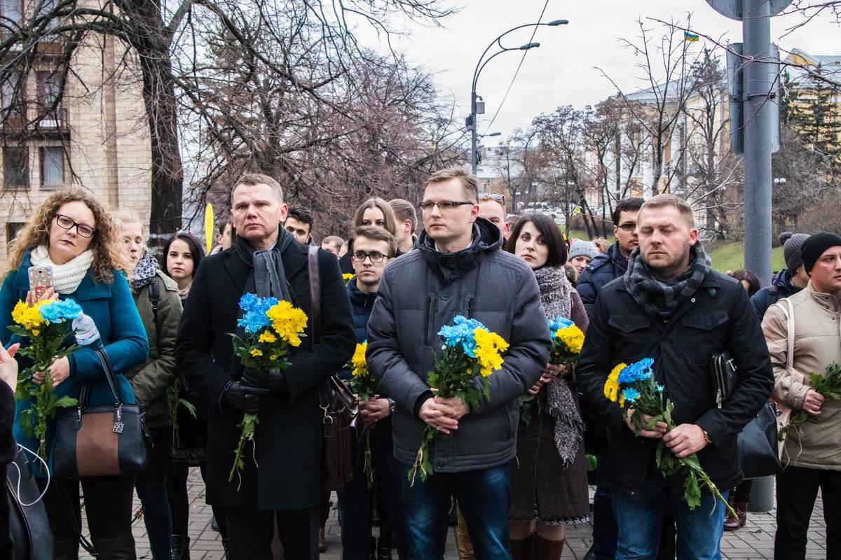 К мемориалу Героев Небесной сотни пришли представители украинской диаспоры из 22 стран