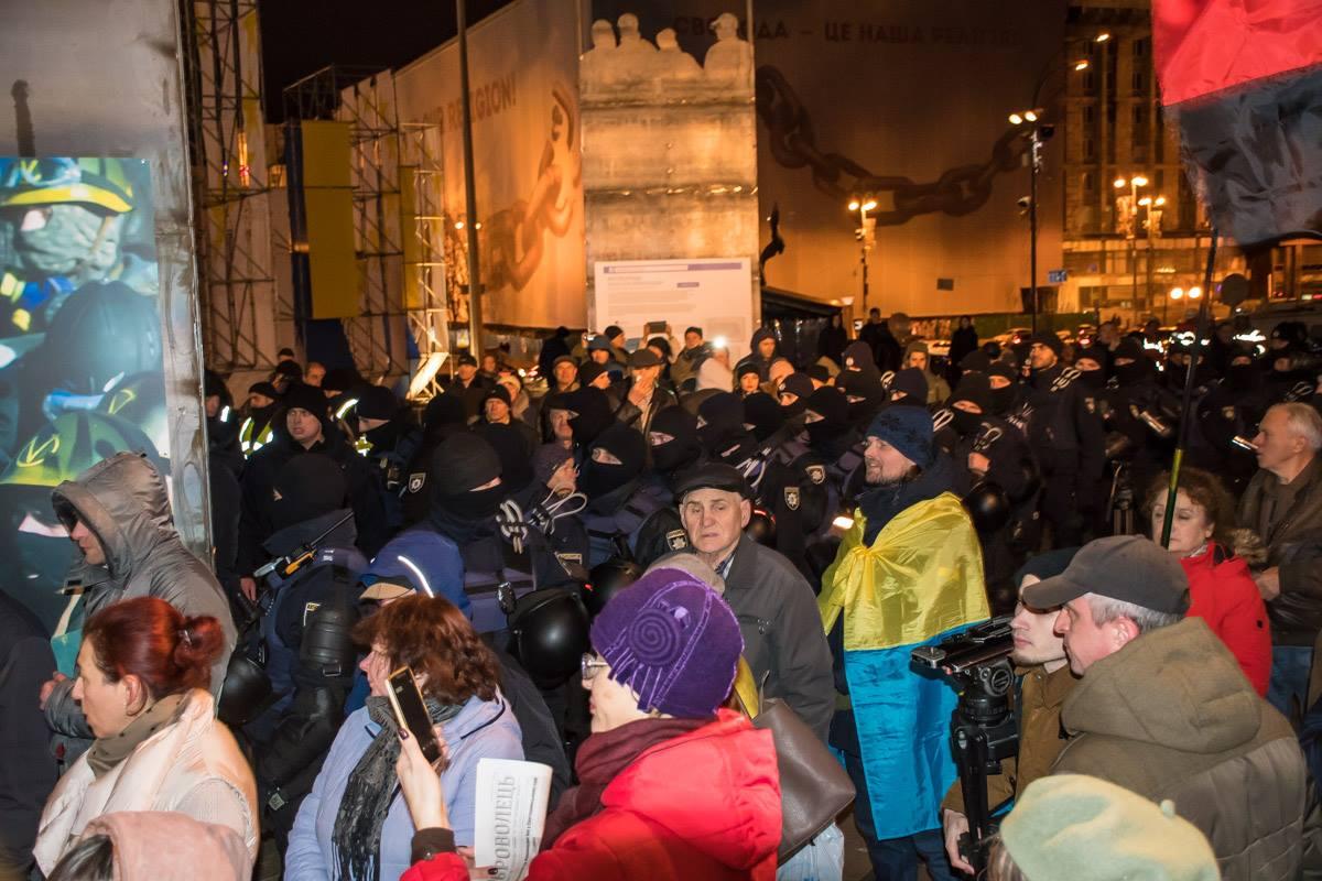 Митингующие грозятся остаться на ночь