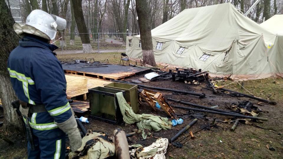 Сгорела одна из палаток протестующих
