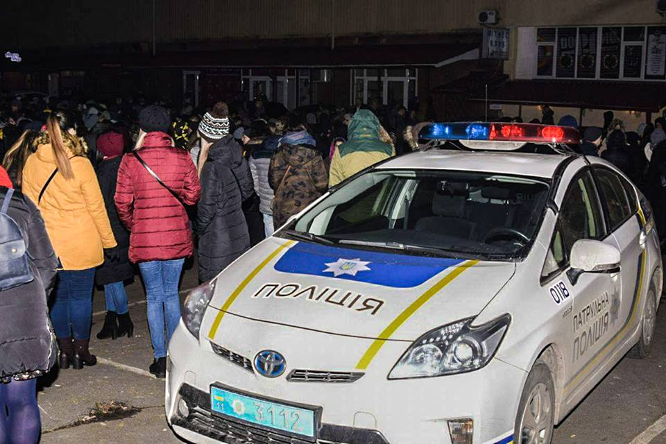 На место происшествия прибыли сотрудники полиции