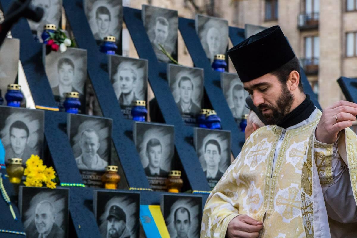 Священники помолились за погибших героев