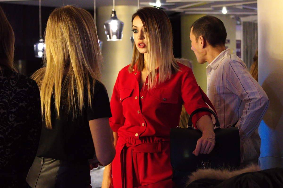 Одна из моделей шоу - певица Наталья Валевская