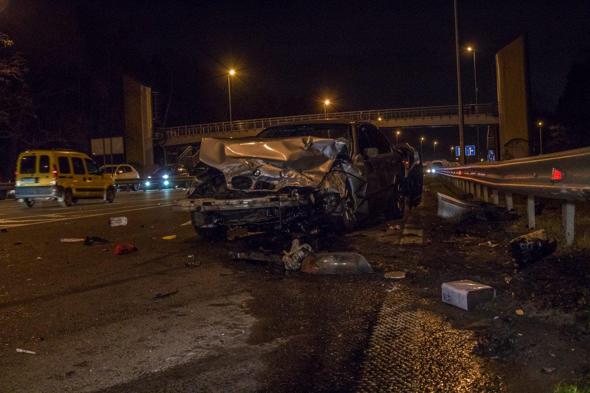 BMW от удара выбросило в правую сторону