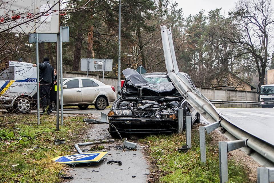 """Лишь то, что отбойник имел форму """"петли"""", спасло водителя от сквозного ранения"""