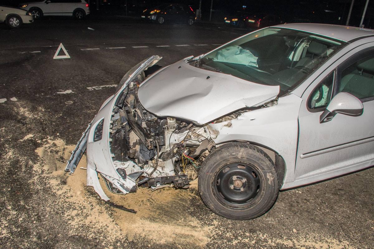 Водителя авто госпитализировали с многочисленными ушибами
