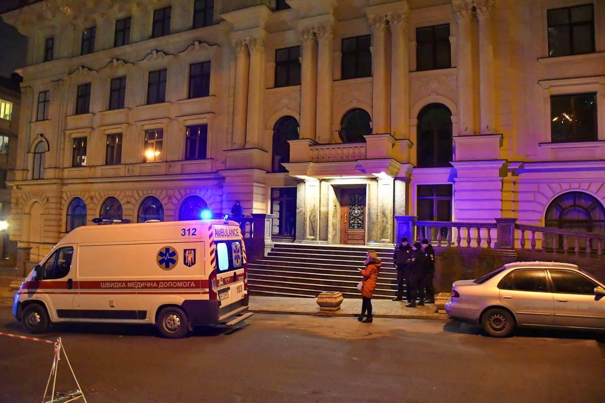 На улице Первомайского,7 мужчина упал на ступеньки