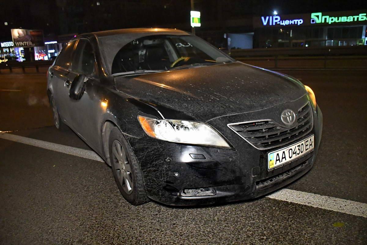 Автомобиль Toyota ехал из центра города