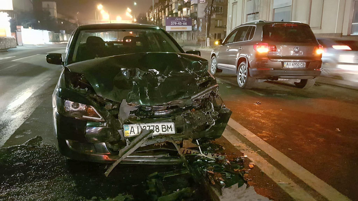 Все три авто сильно повреждены