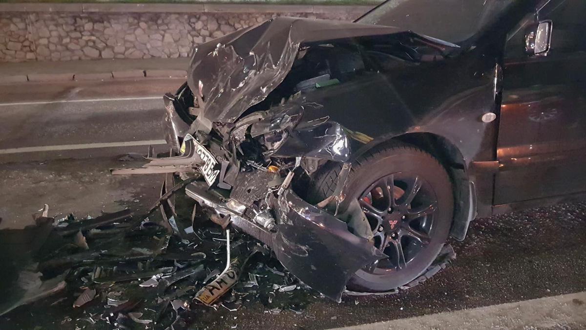 На Набережно-Крещатицкой столкнулись три автомобиля