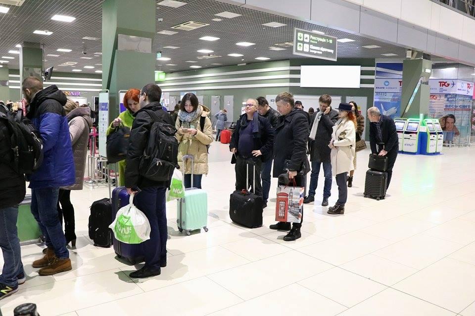 """По состоянию на 18:15 стало известно, что информация о заминировании аэропорта """"Киев"""" не подтвердилась."""