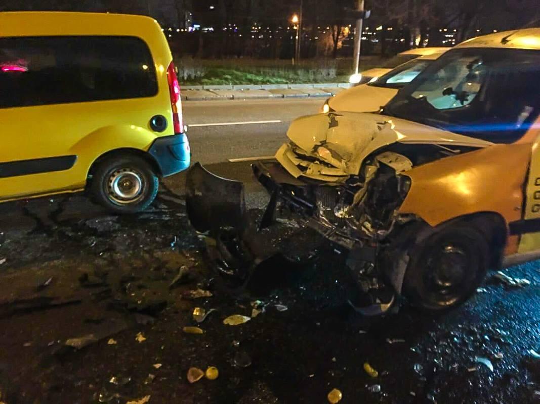 Авария произошла в районе памятника основателям Киева