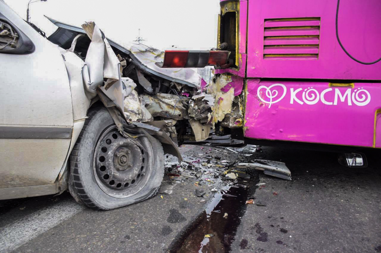 Троллейбус от удара почти не пострадал