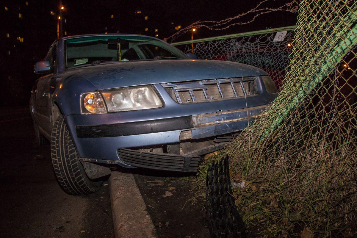 Volkswagen сломал забор парковки