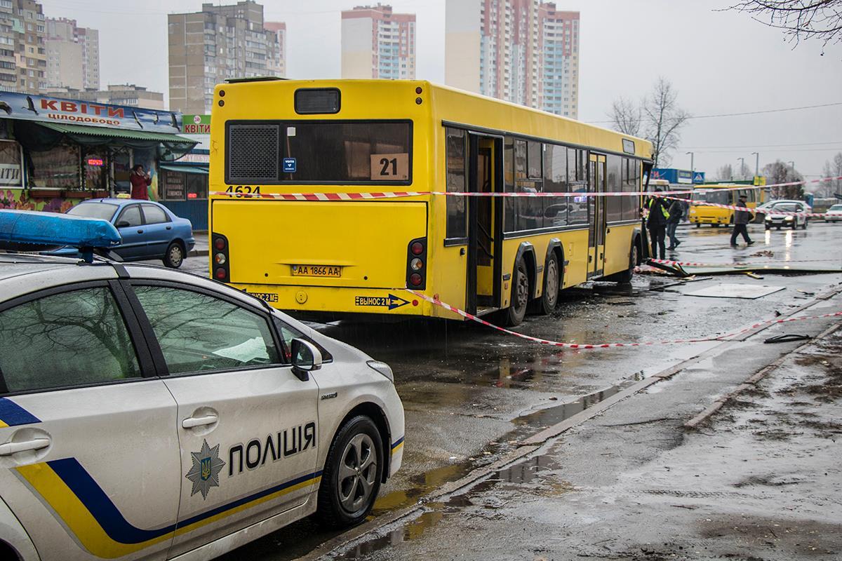 В автобусе находились около десяти пассажиров, среди которых маленький ребенок