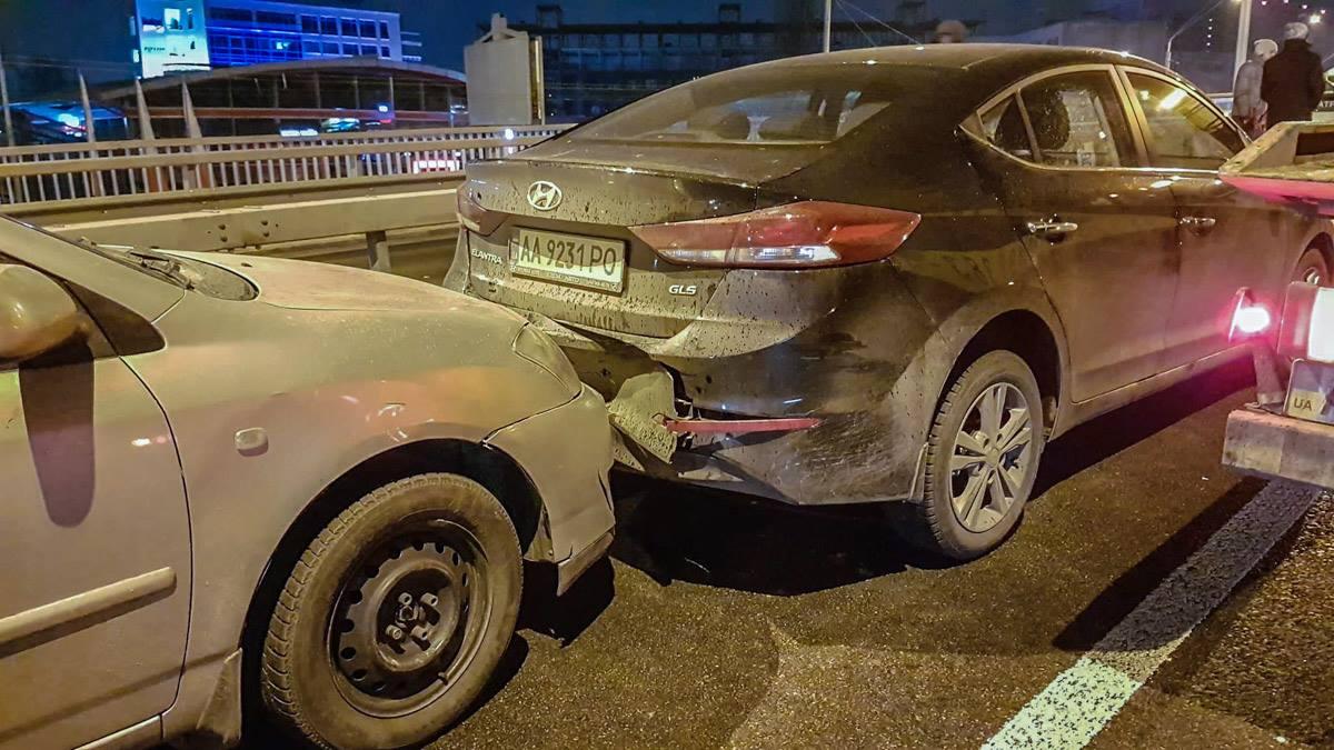 Изначально в аварию попали 3 авто