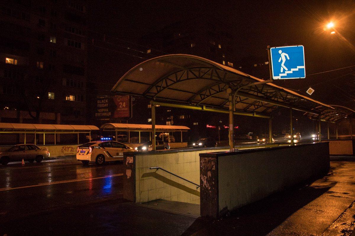 Рядом с местом аварии находится подземный переход для пешеходов