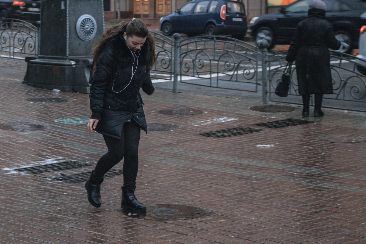 Тротуары покрылись слоем льда