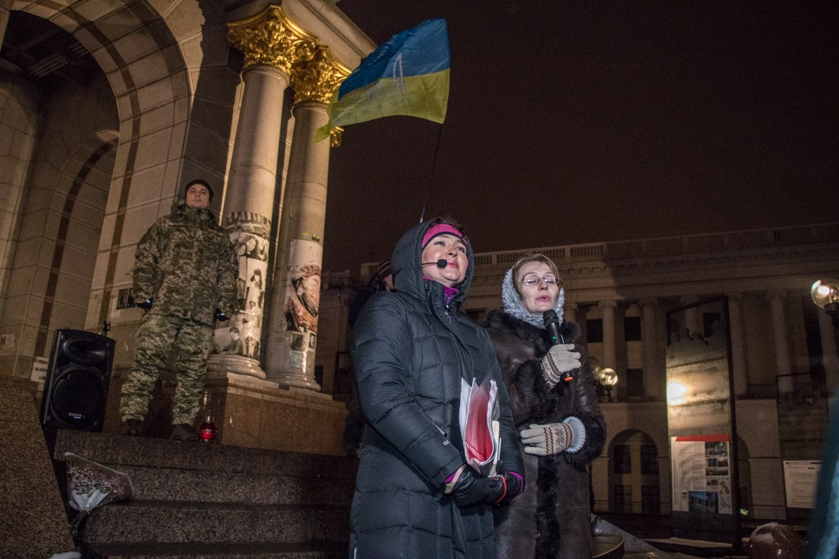 30 ноября на Майдане Независимости собрались киевляне, чтобы почтить память студентов, пострадавших во время разгона Евромайдана. Акцию приурочили к годовщине трагических событий