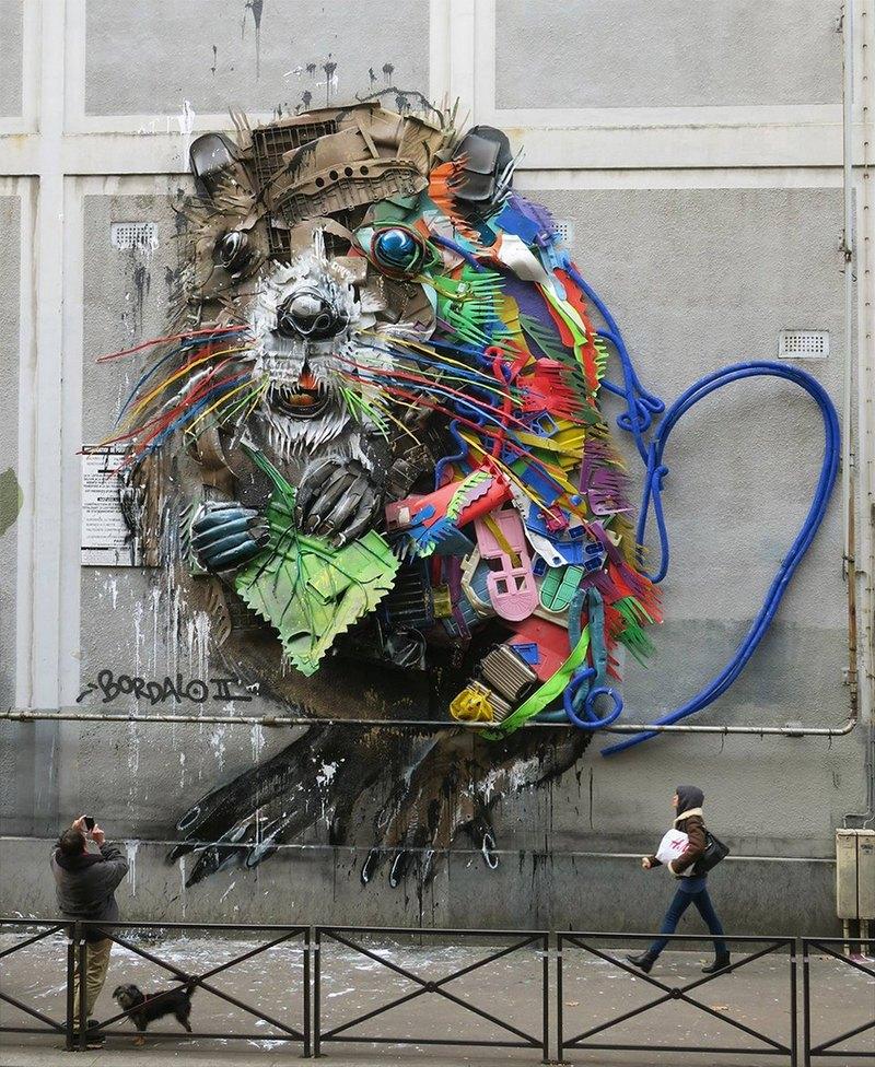 """Животное из мусора"" на улицах Парижа"