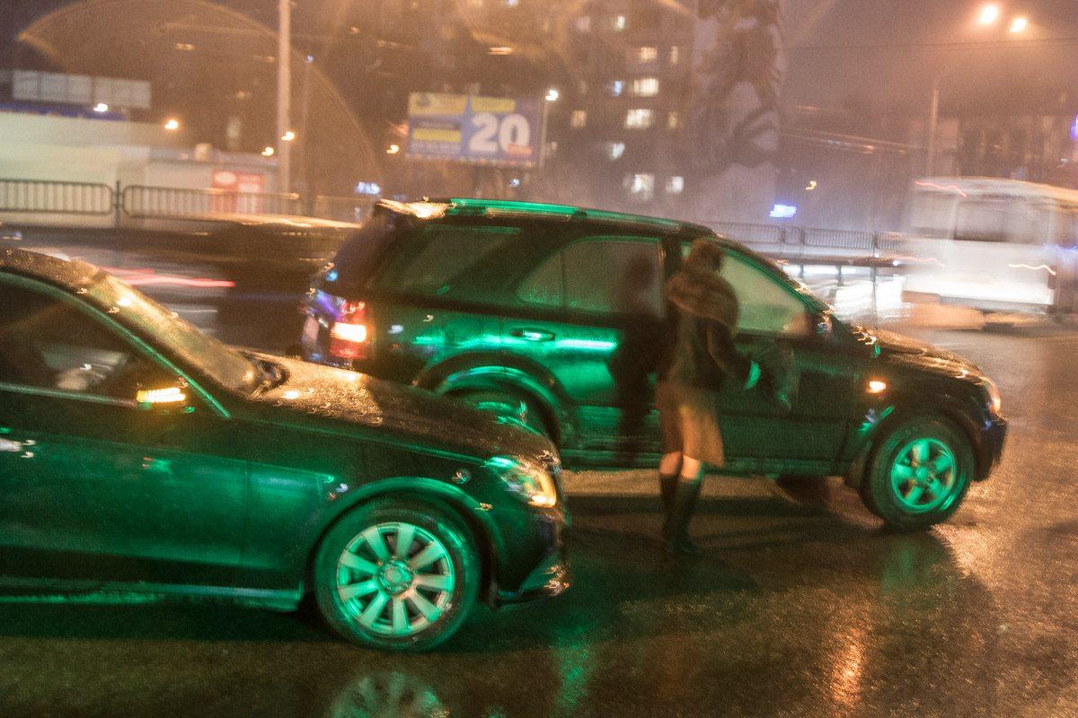 Дорогу не поделили Mercedes и KIA Sorento