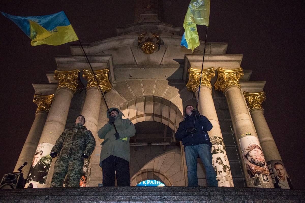 Киевляне пришли с украинскими флагами