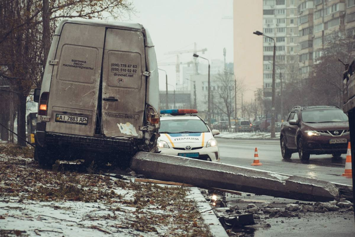 Произошло ДТП на улице Ревуцкого