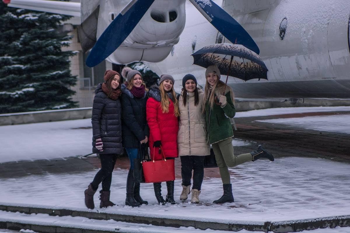 Студентки обрадовались зиме
