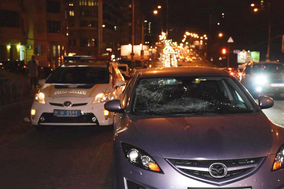 У Mazda 6 побиты стелка. Мужчина же уже в больнице