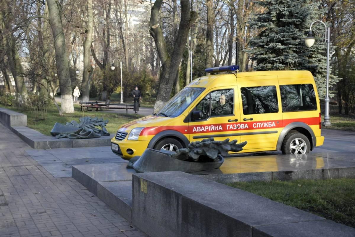 """Газовщики пытаются """"воскресить"""" монумент"""