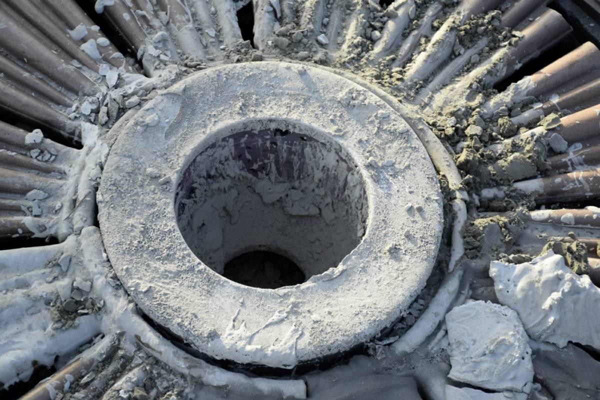 Вечный огонь погасили цементной смесью