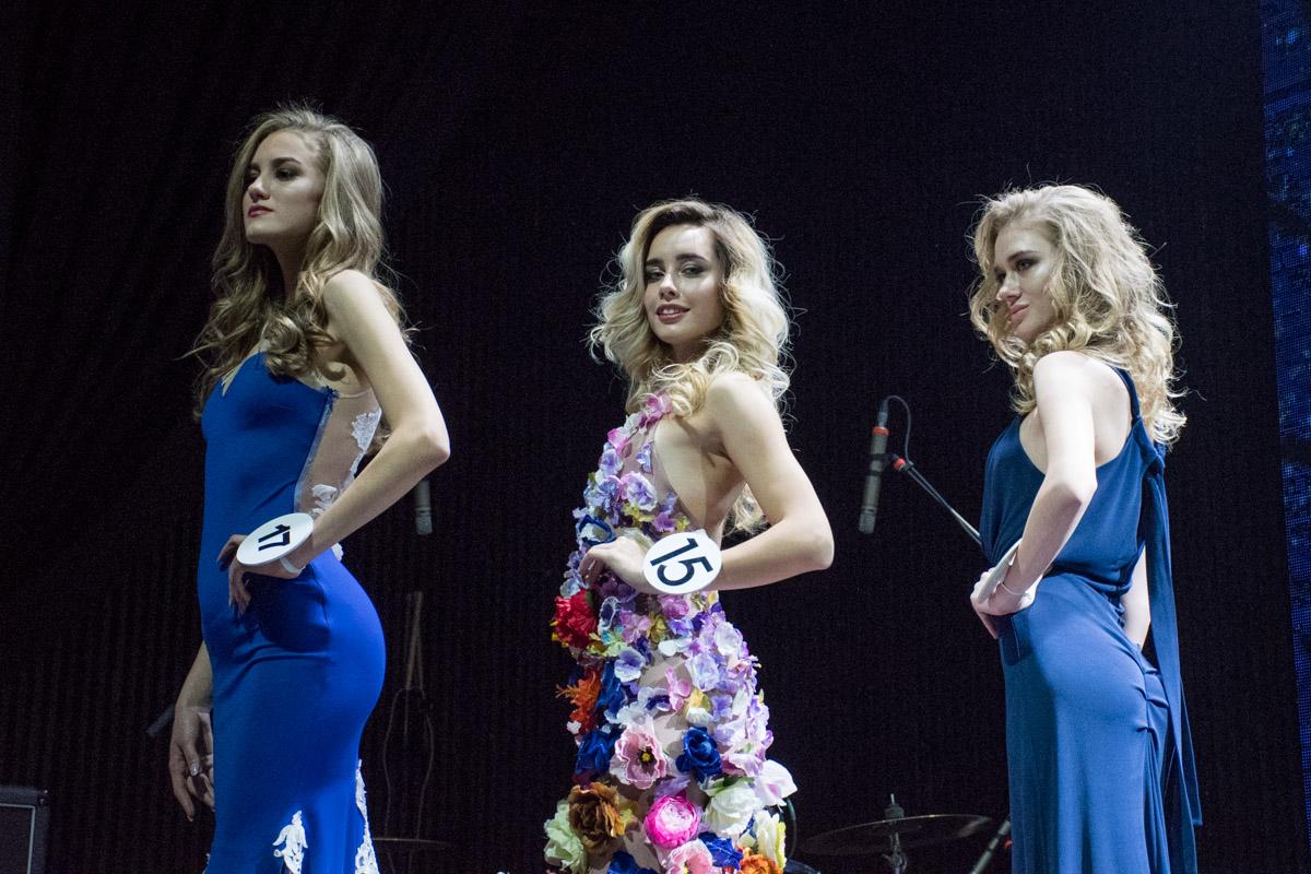 Дефиле в вечерних платьях стал одним их самых красивых моментов шоу