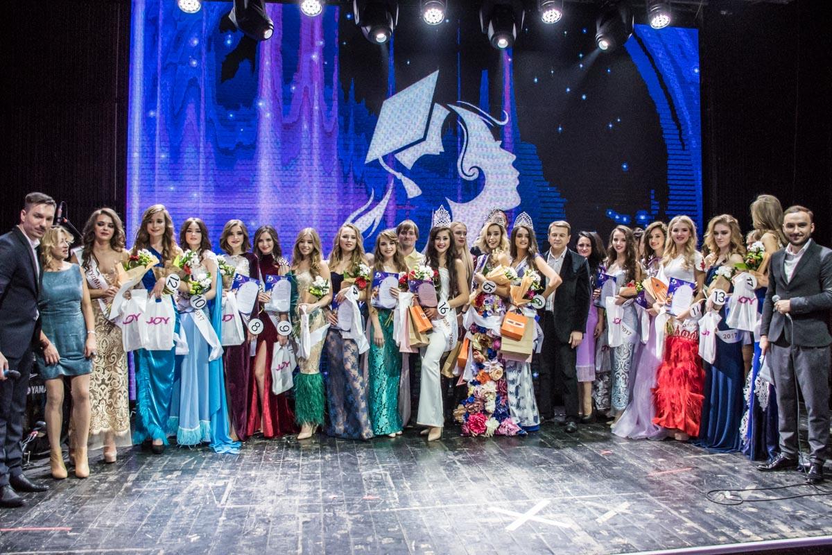 Общее фото всех участниц конкурса после награждения