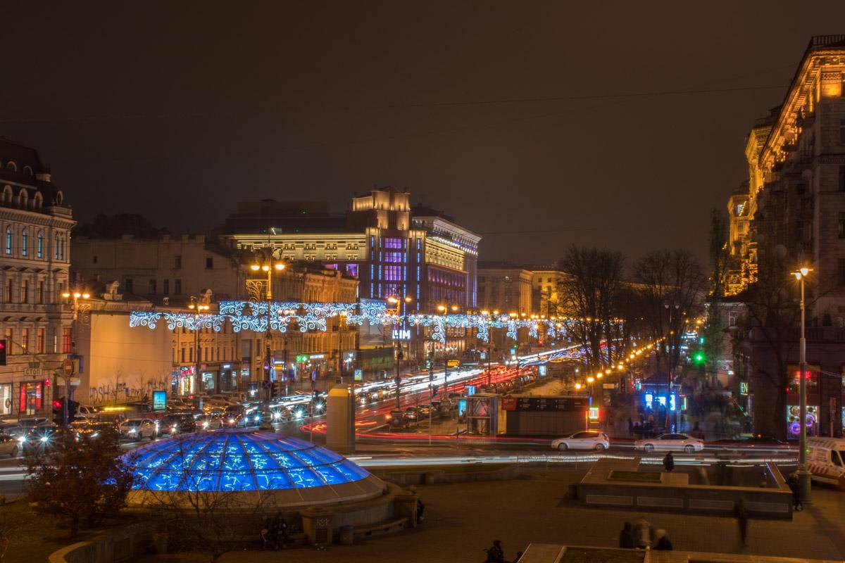 Киевской власти невмоготу ждать до начали зимы, поэтому белые узоры засияли 25 ноября