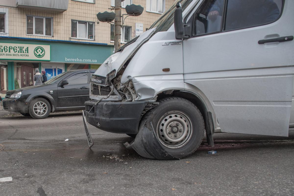 Volkswagen LT не успел во время остановится и толкнул Dodge