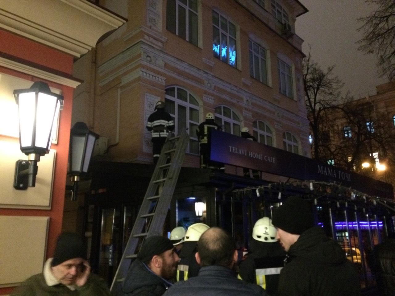 Возгорание произошло на крыше ресторана