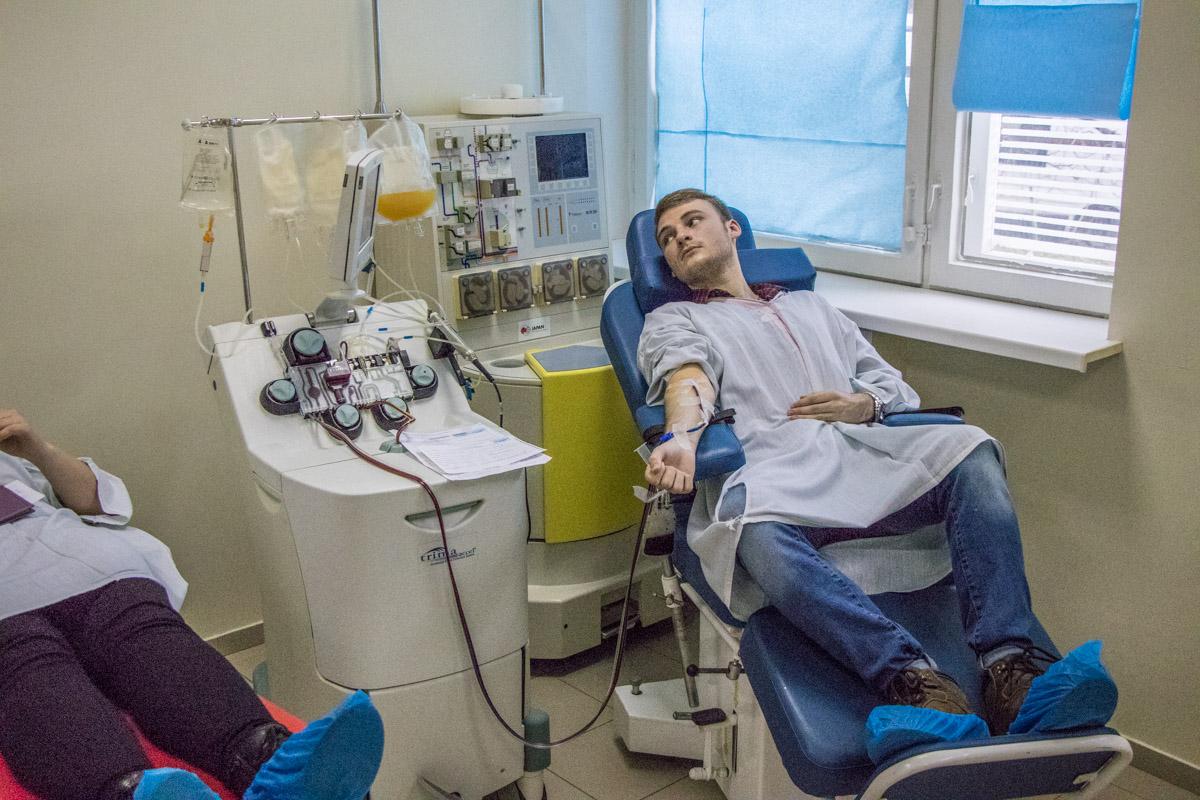 Каждый четверг в Центре кардиологии и кардиохирургии все желающие приходят сдавать кровь на помощь детям
