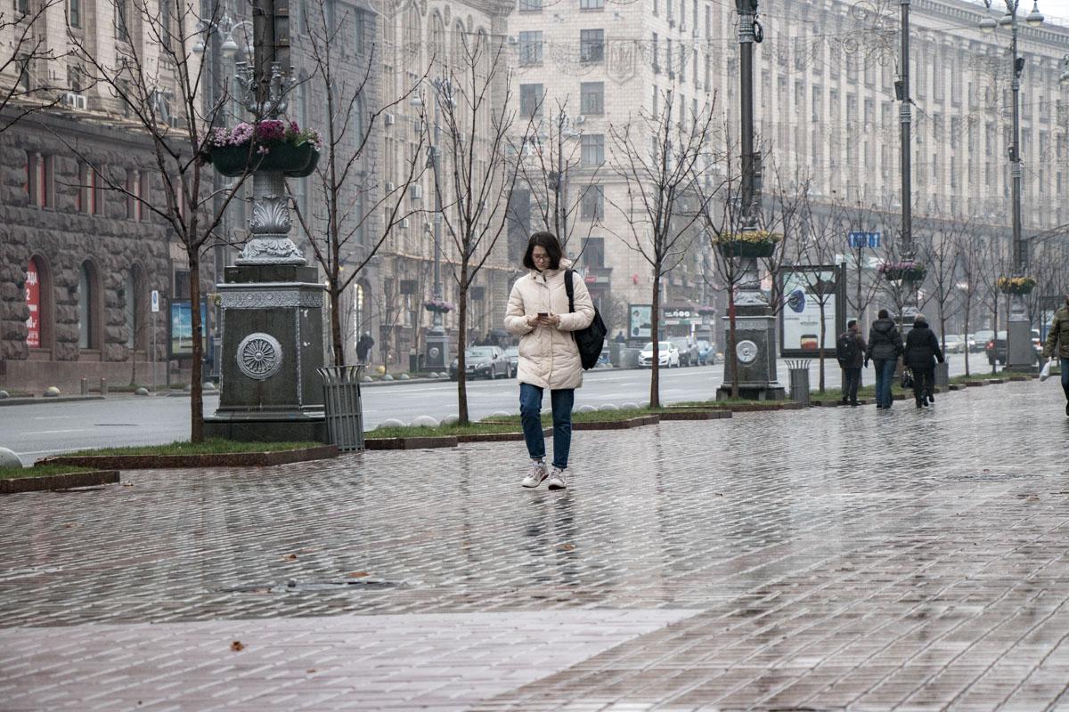 Кое-где гуляют одиноко киевляне