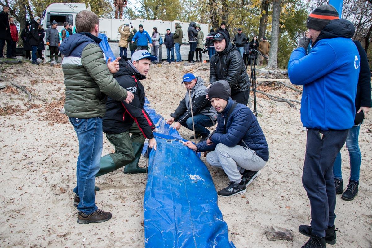 В Киеве прошло зарыбление реки