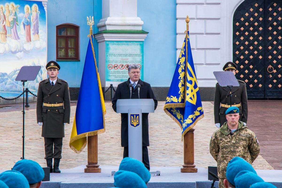 Начали мероприятия военные, одетые в синие береты