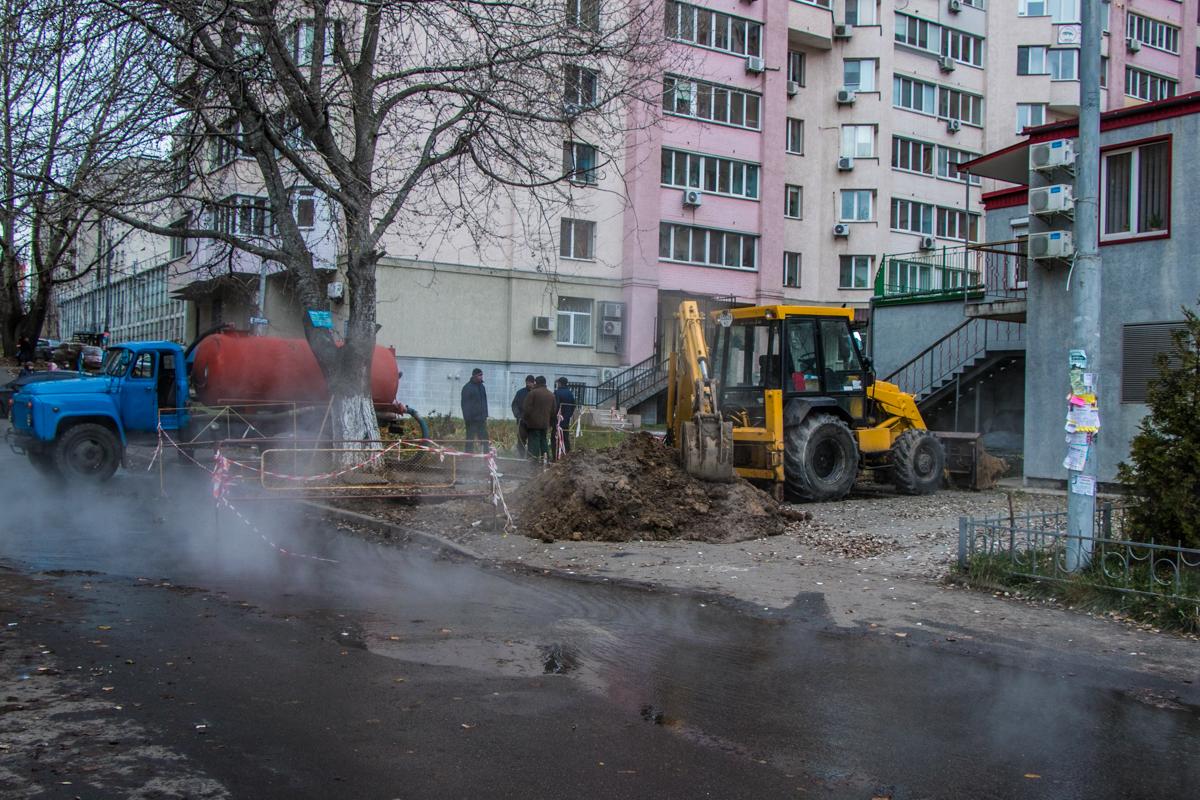 """В """"Киевэнерго"""" нам сообщили, что это повреждение на территории, которая принадлежит НАУ"""