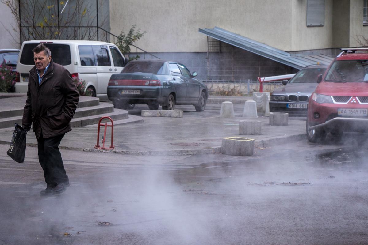 21 ноября в Соломенском районе Киева прорвало трубу с горячей водой