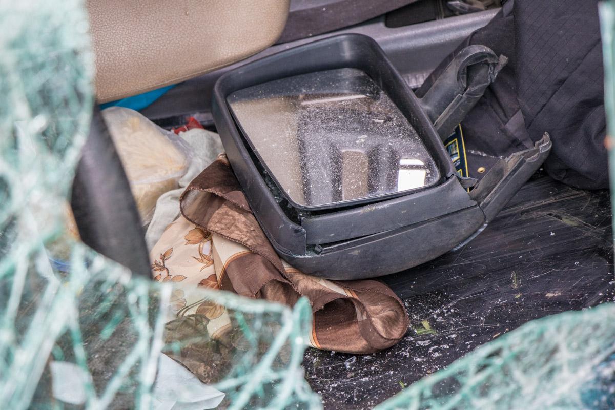 От микроавтобуса отвалились части авто