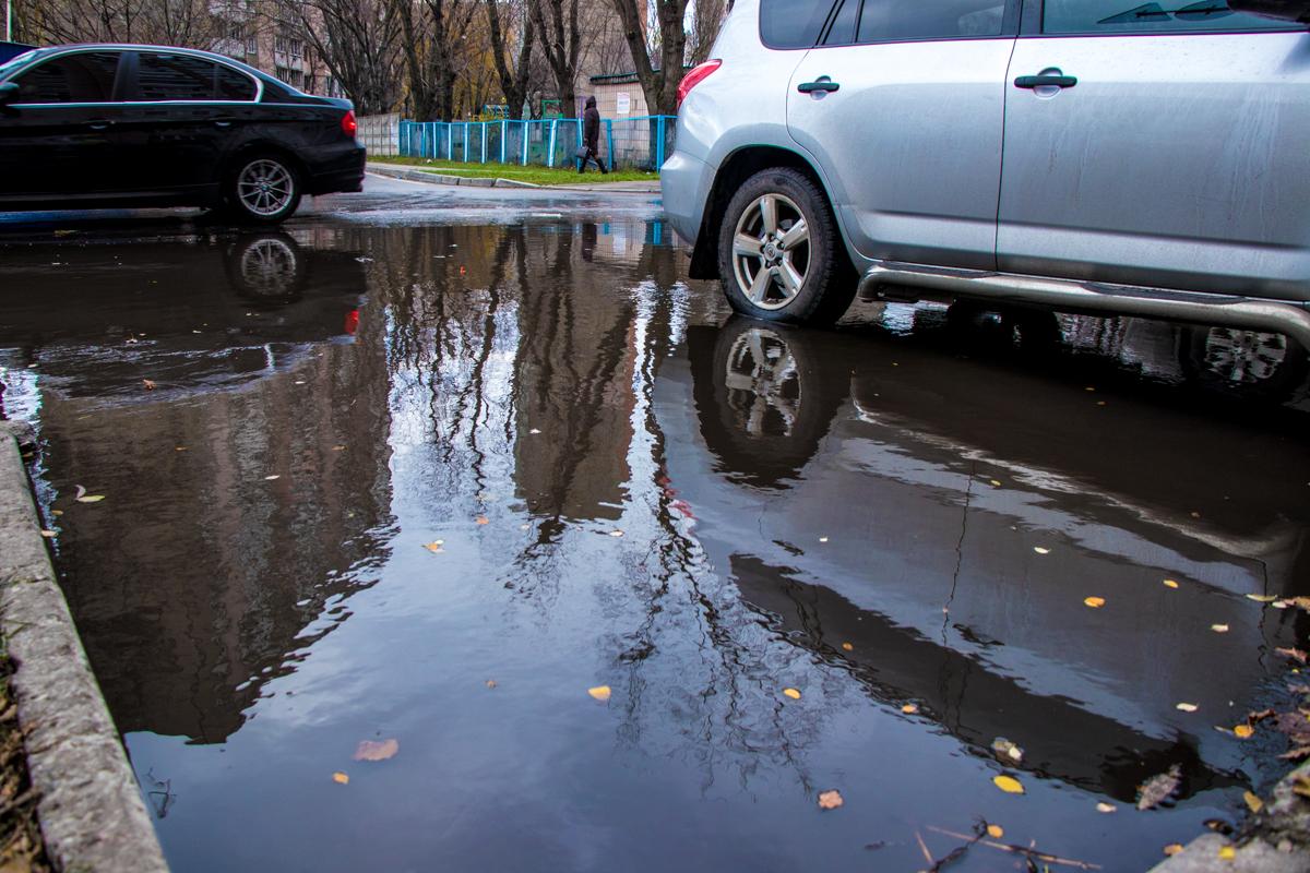Улицы Лебедева-Кумача и Яблонскую затопило горячей водой