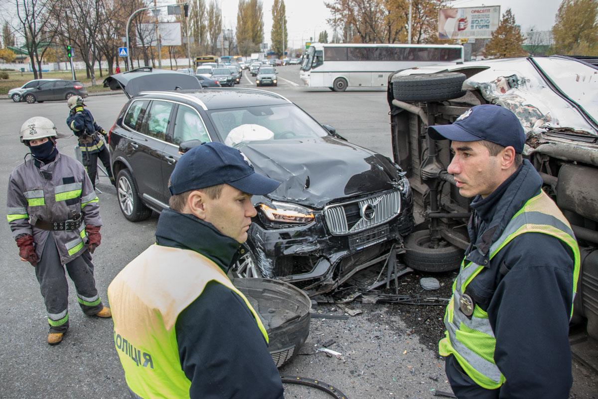 Полиция выясняет обстоятельства ДТП
