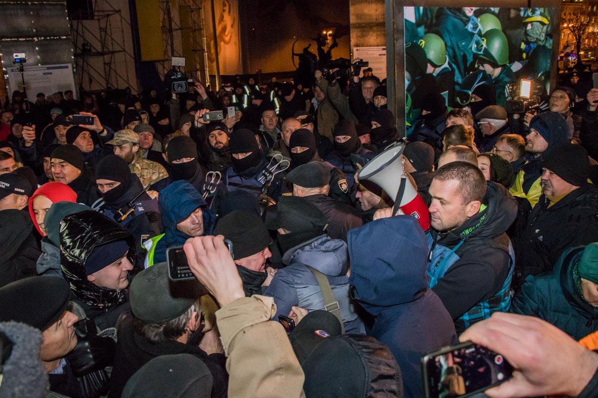 Митингующие прихватили с собой, помимо палаток, и громкоговоритель