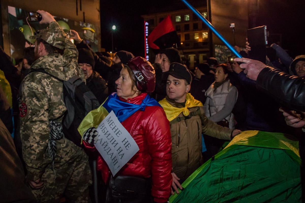На Майдан Незалежности пришли люди всех возрастов