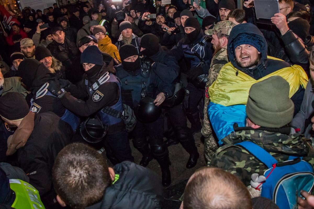 """Митингующие выкрикивали разные """"патриотические"""" кричалки"""