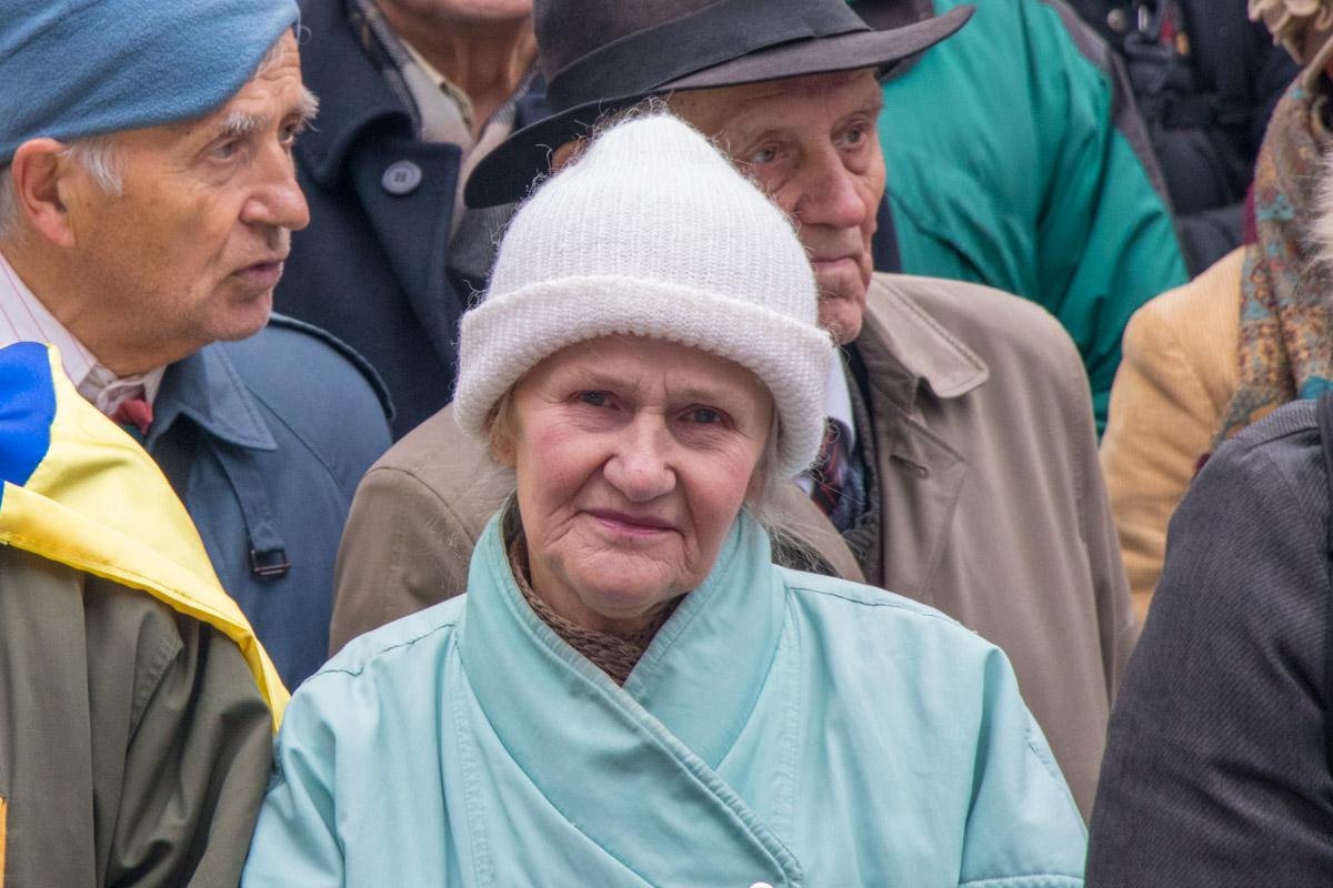 Большая часть митингующих - люди пожилого возраста