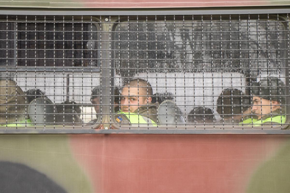 Бойцы Нацгвардии заходили в автобус погреться